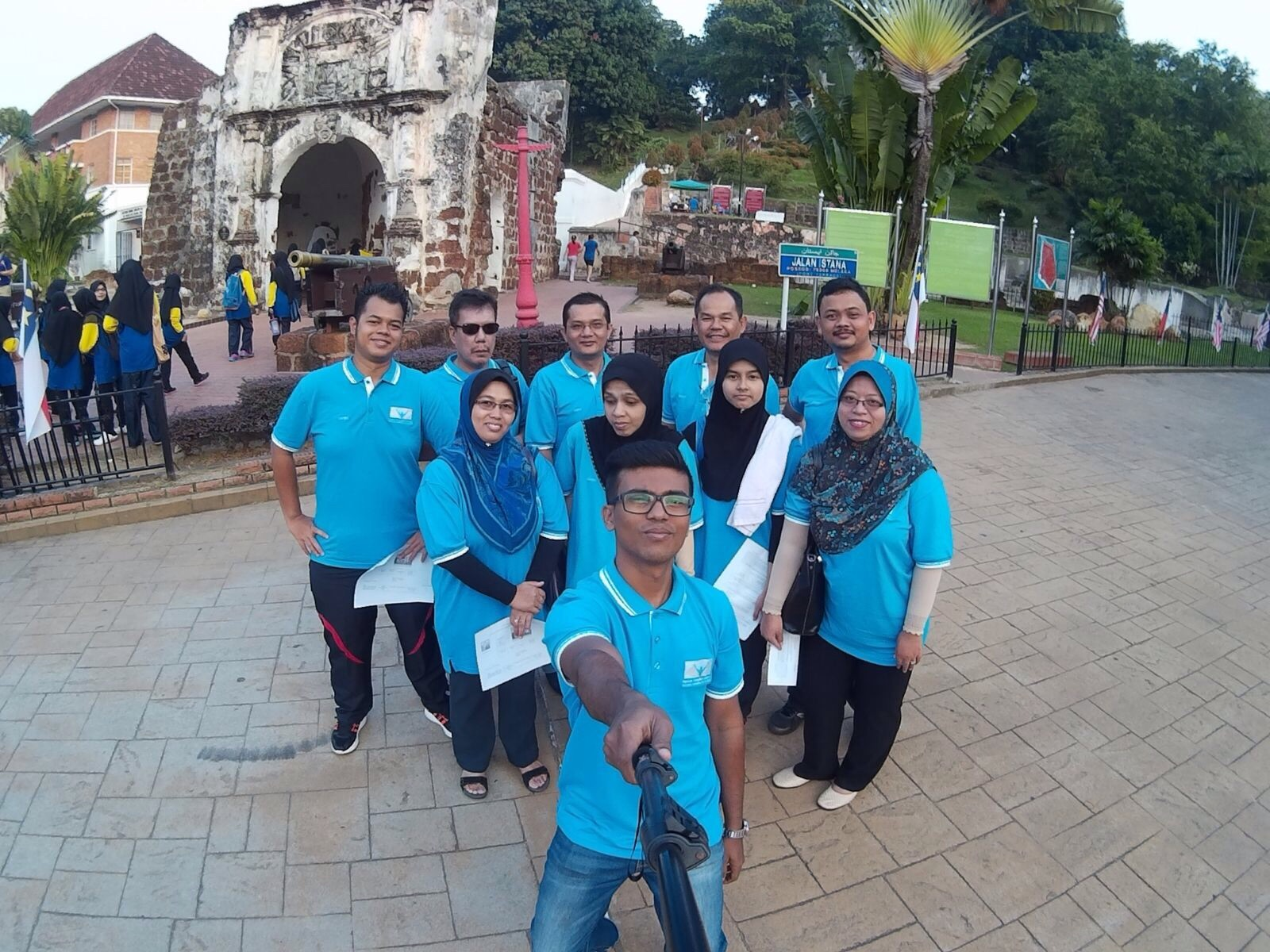 Group selfie with A Famosa as Background