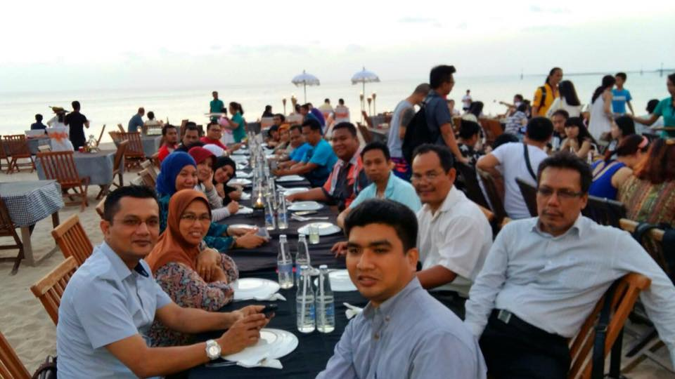 ICEVI Having dinner with officials from Ministry of Education Indonesia and SEMEO SEN, thanks for nice treatment at Jimbara Beach, Bali Indonesia