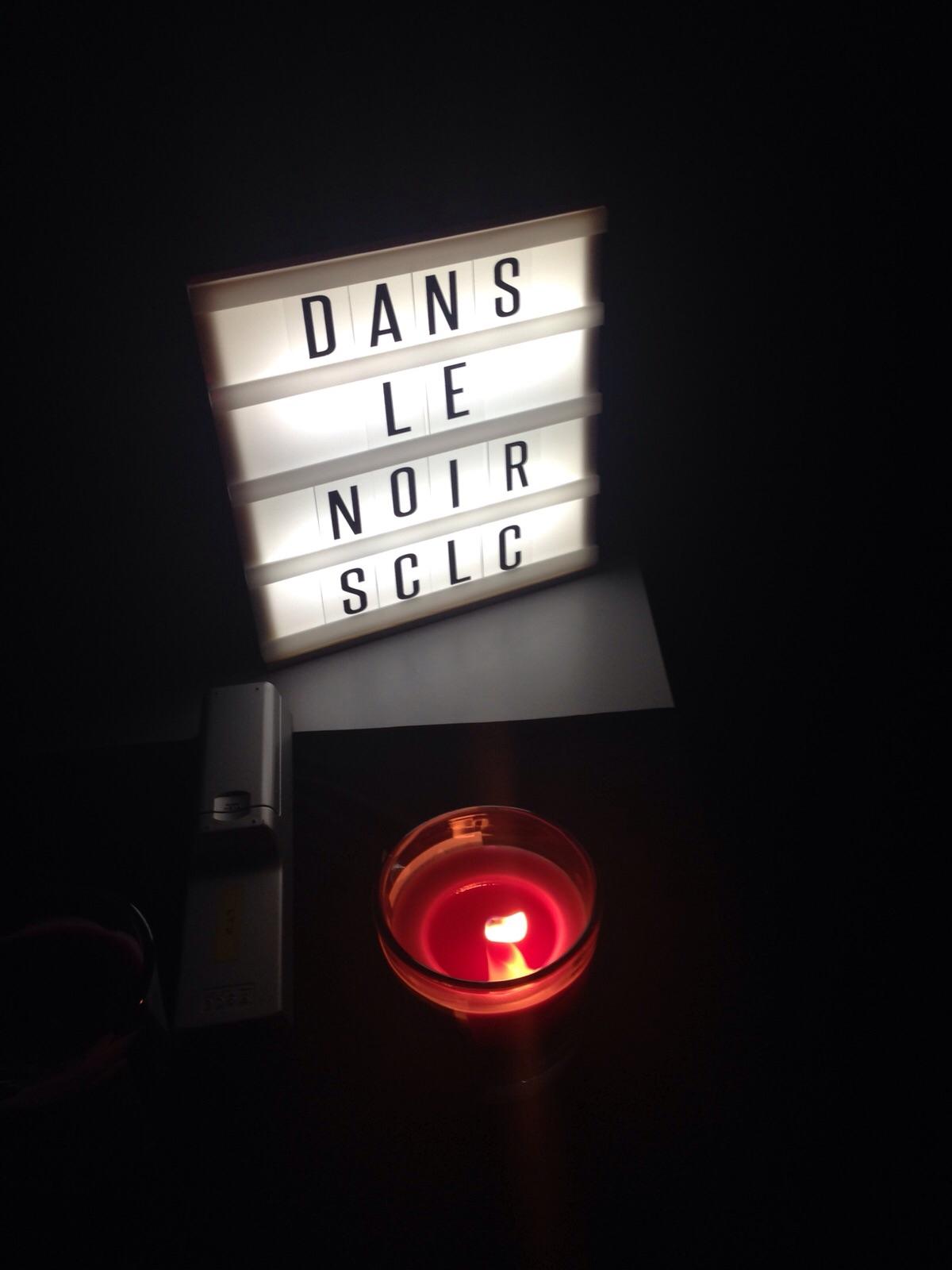 dans le noir with it's table sign