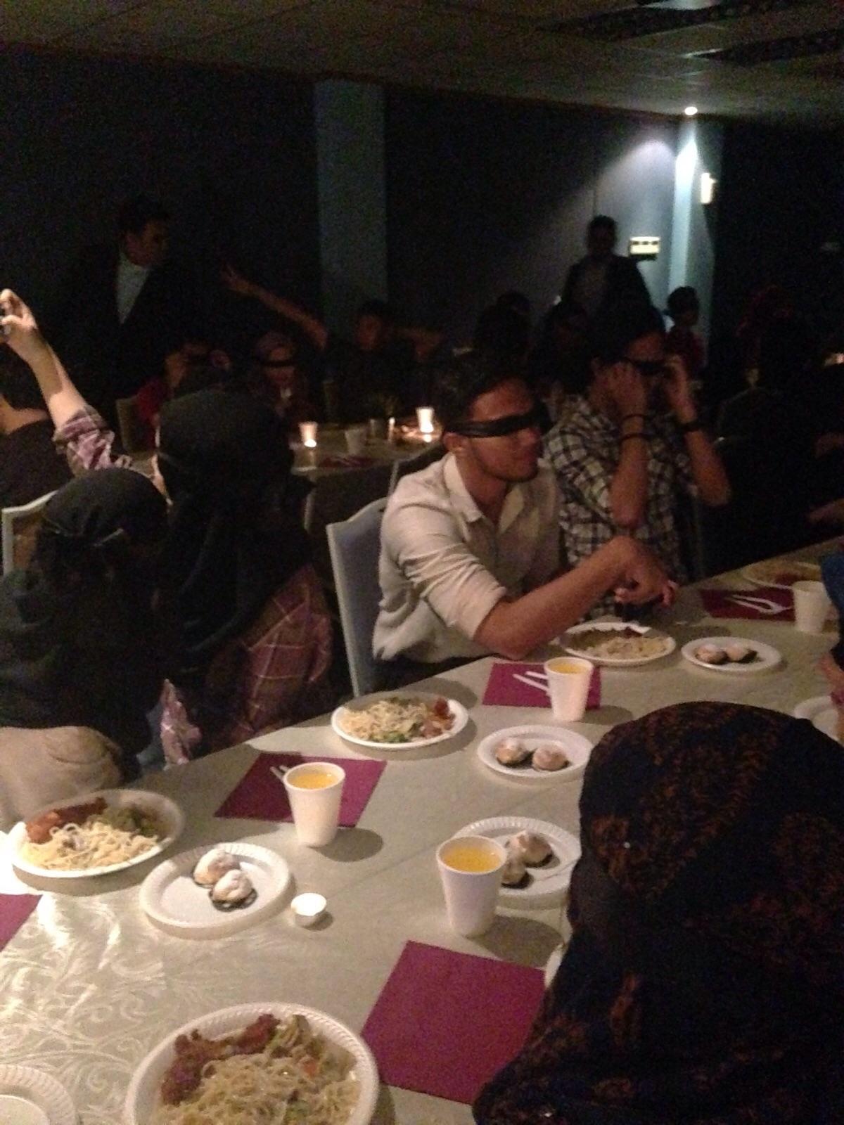 dans le noir dining in the dark 1