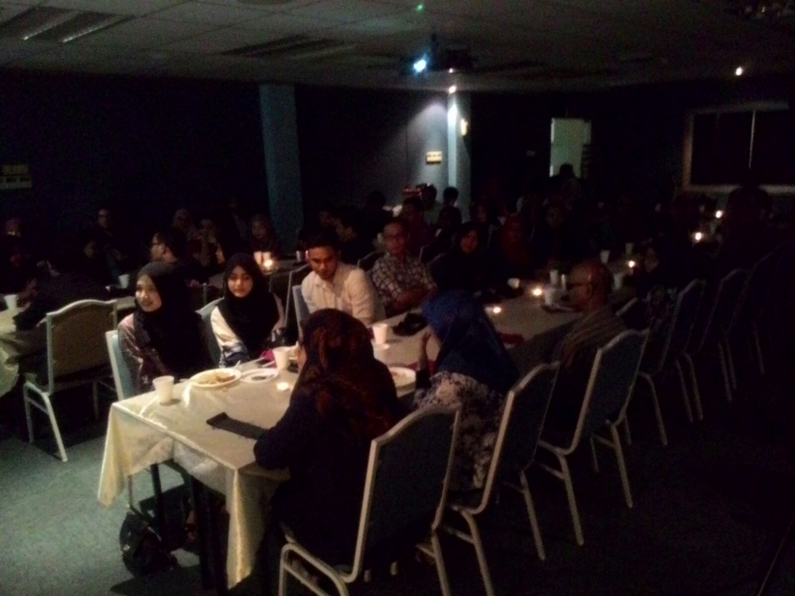 dans le noir dining in the dark 2