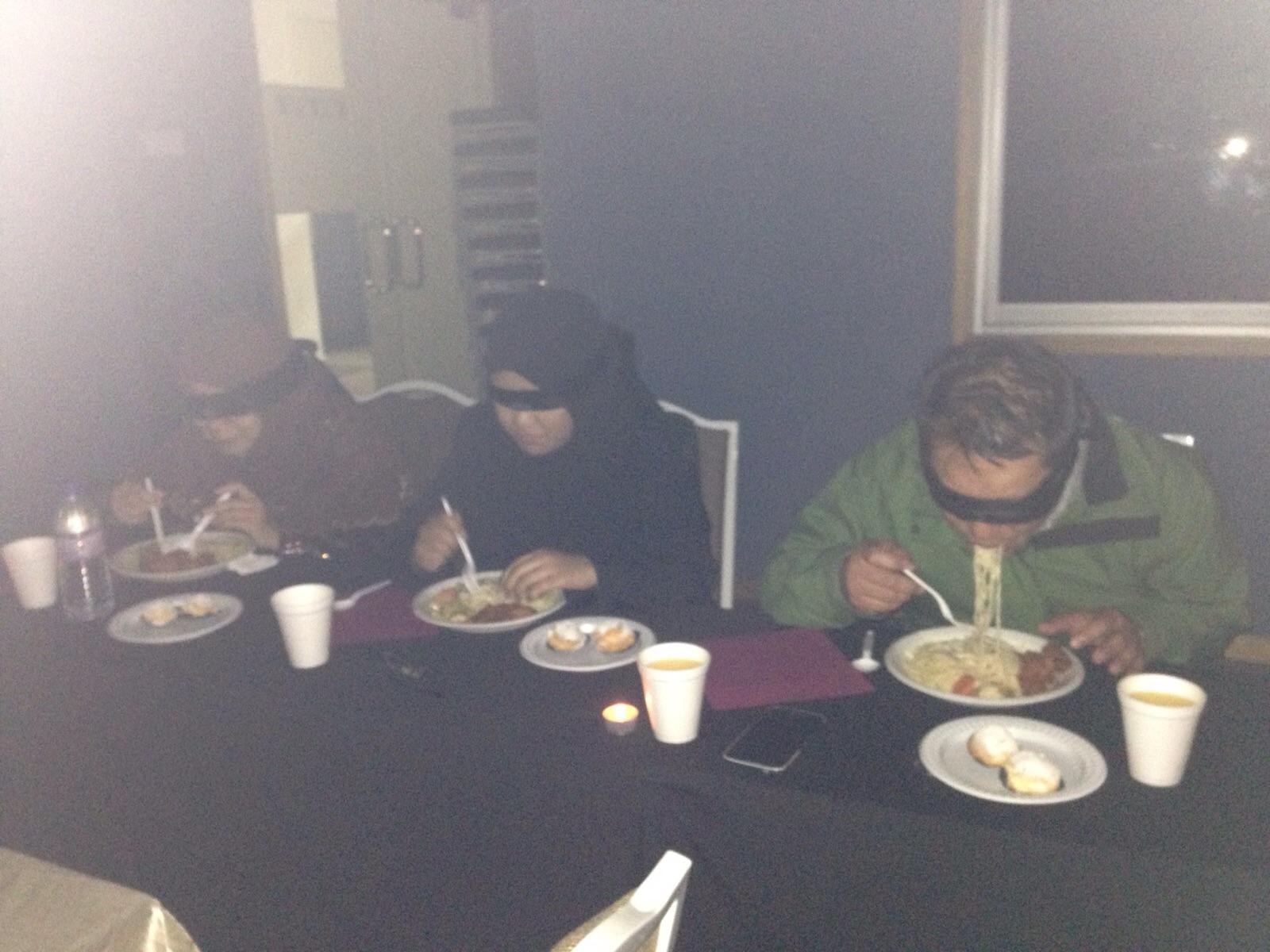 dans le noir dining in the dark 5