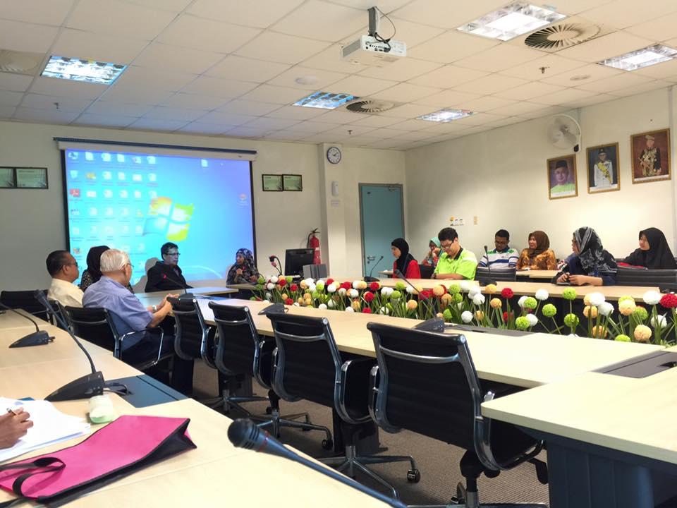 UNIMAS Rahim Presenting1