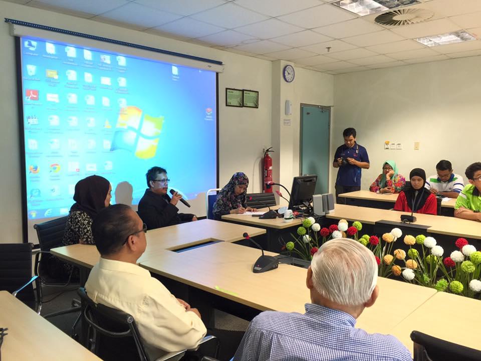 UNIMAS Rahim Presenting2