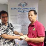 02 Pemberian Zakat handshake 2