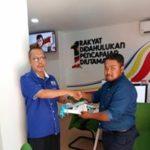 04 pusat internet 1Malaysia PPR Pinggiran Bukit Jalil handshake